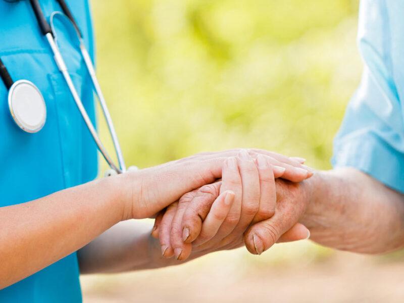 """Corso di Qualificaper """"Operatore Socio Sanitario"""" – Domande entro 15 maggio 2021"""